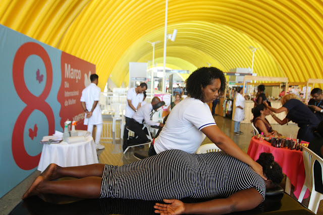 Serviços gratuitos de beleza e saúde homenageiam Dia Internacional da Mulher no metrô