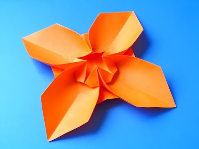 Origami Fiore quadrato, variante 2 - Square Flower, variant 2 by Francesco Guarnieri