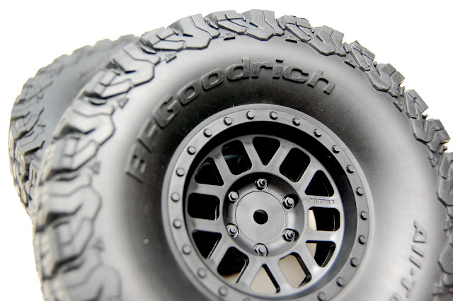 Axial SCX10 II wheels and tires