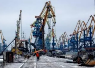 Ukraine said on Tuesday it had resumed grain shipments from the Azov Sea, blocked for around 10 days after a military standoff with Russia in the Kerch Strait off Crimea.