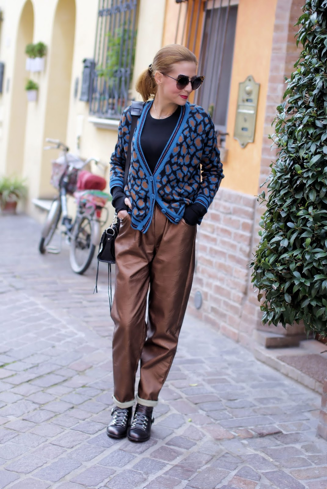 How to wear paperbag waist pants on Fashion and Cookies fashion blog, fashion blogger style
