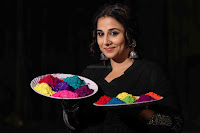 Vidya Balan Playing Holi For Promoting Begum Jaan movie 4.JPG