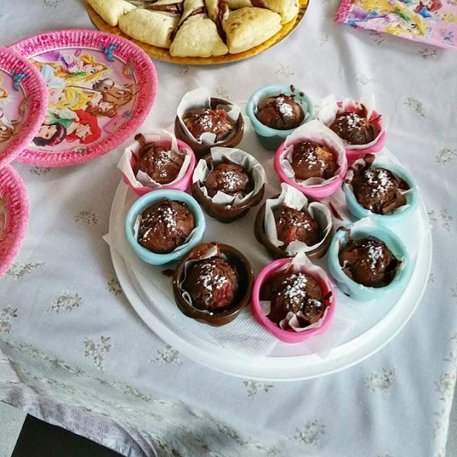 Ricetta muffin cioccolato e fragole senza uova