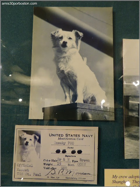 Exhibición del USS Saint Paul en el USS Massachusetts