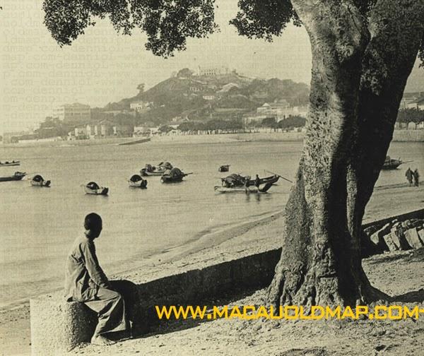 http://www.macauoldmap.com/2010/11/nam-van-old-postcard-of-praia-grande-1.html
