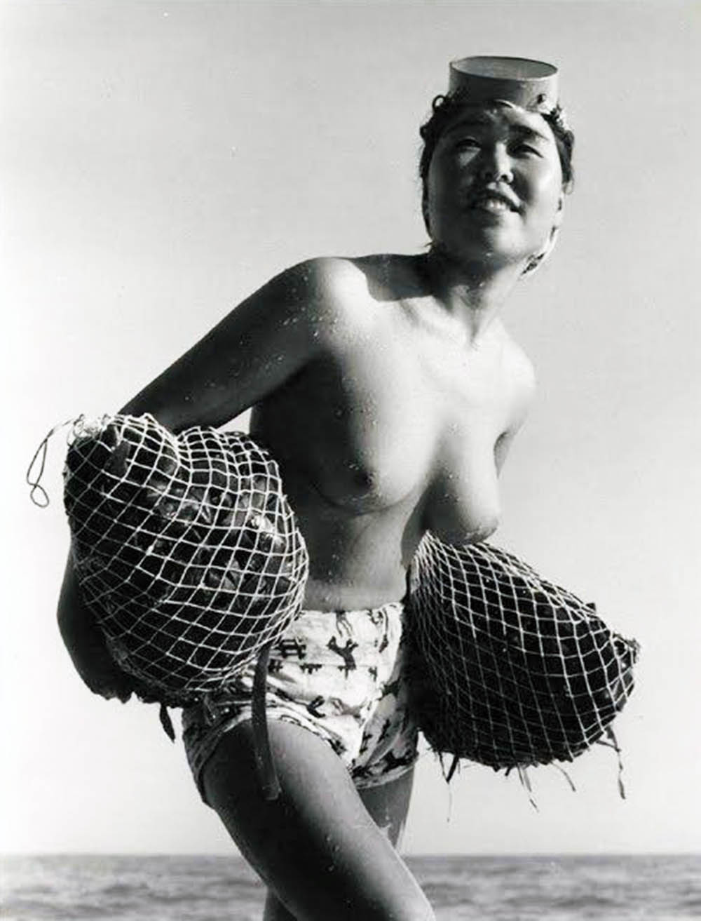 Japanese women sponge divers topless ama — img 9