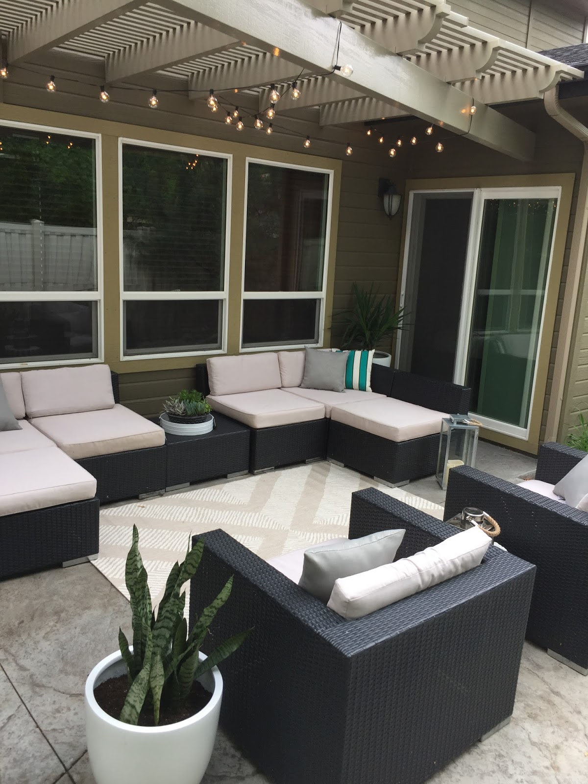 heavy threads Bachelor Patio Makeover
