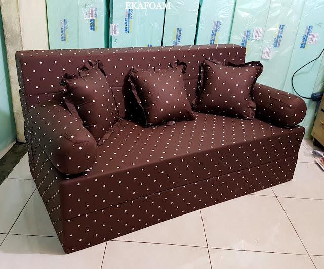 Sofa bed inoac dengan corak motif minimalis black Duty