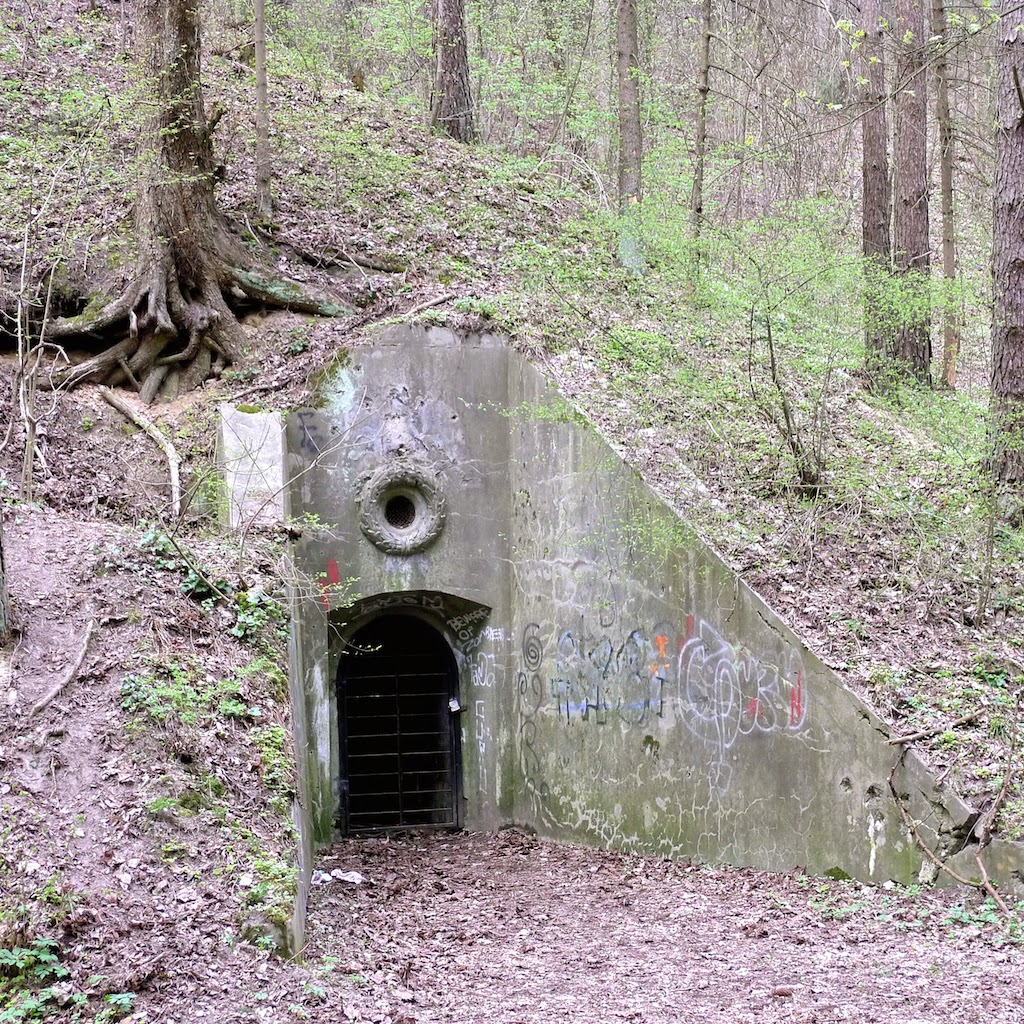 Įėjimas į bunkerį Antakalnyje, Šilo gatvėje