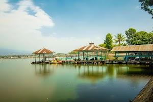 Panorama Objek Wisata Danau Ranu Grati Pasuruan Yang Indah