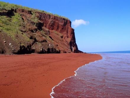Μια ελληνική παραλία στις 11 πιο ασυνήθιστες του κόσμου