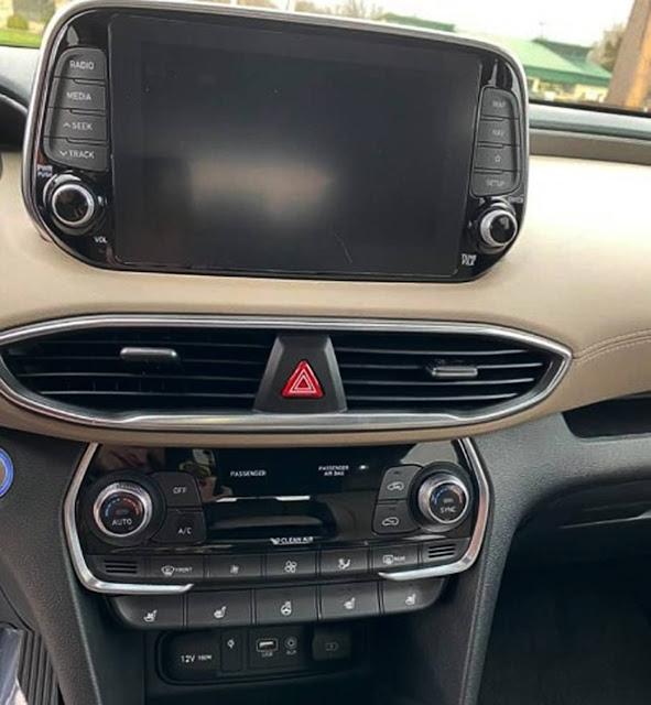 Hyundai Santa Fe dashboard and control display