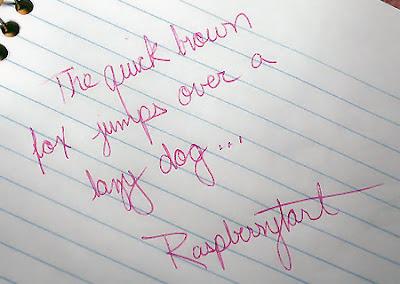 Kırmızı kalemle yazılmış dik bir el yazısı