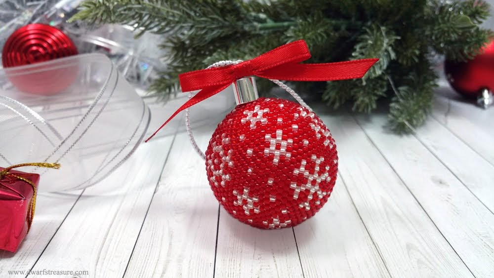 Rede & white beaded X-mas tree ball decor
