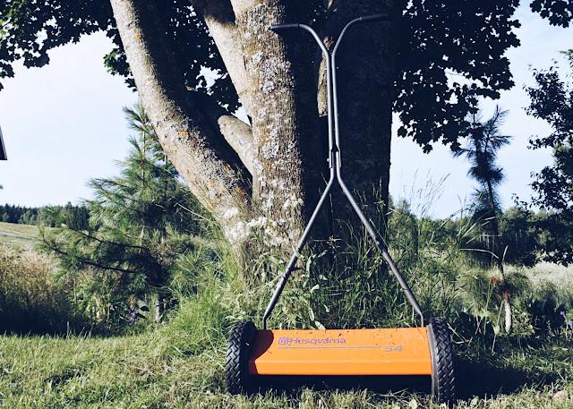 puskettava ruohonleikkuri säästää nurmea