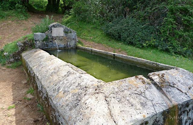 Fuente en La Majada Cureñu - Piloña - Asturias