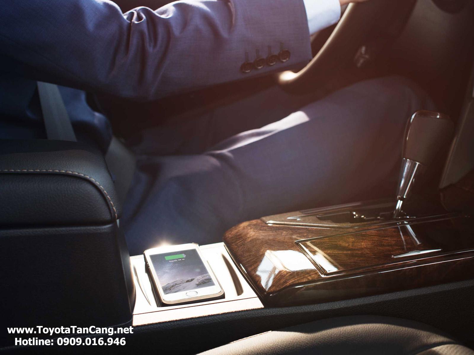 Sạc không dây lần đầu tiên được trang bị trên Toyota Camry
