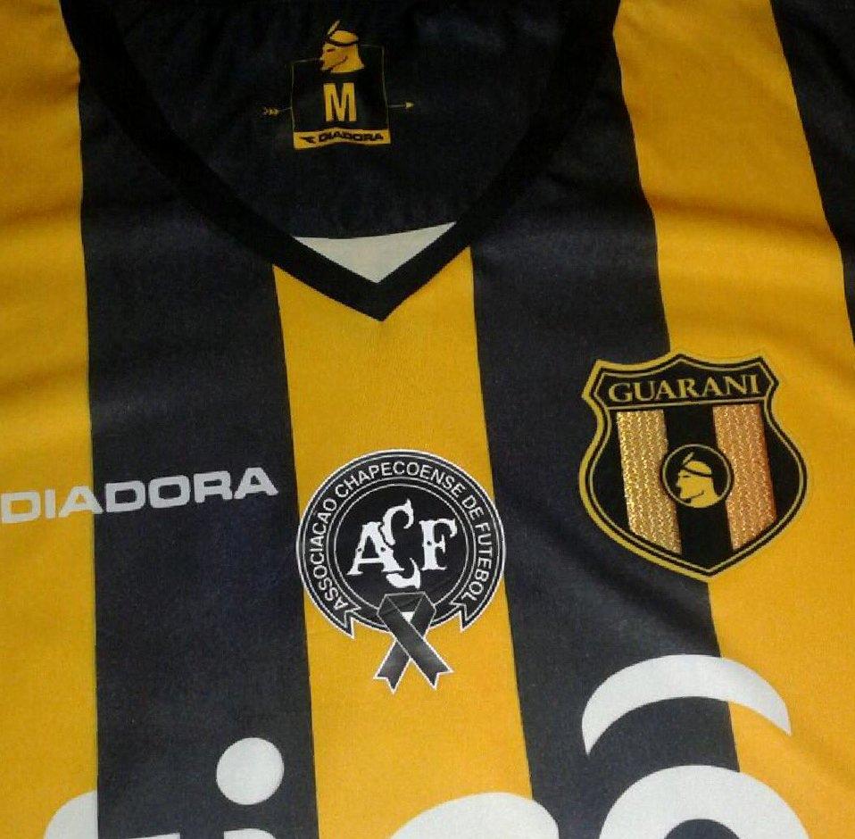 Club Guarani homenageará a Chapecoense em sua camisa - Show de Camisas c938d45a25a55