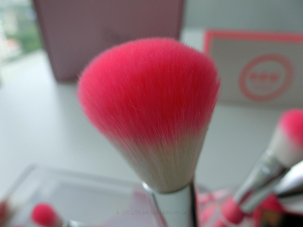COC Pink Brush แปรงปัดแก้ม (Blusher Brush) ความยาว 13 ซม.