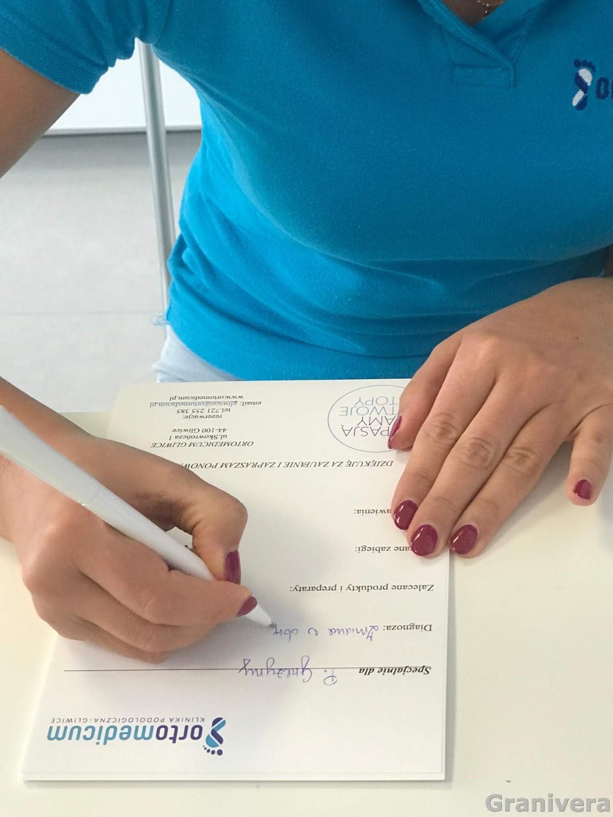 b9eaf73b1e20e Na koniec wizyty otrzymałam szczegółowe zalecenia spisane na kartce. Jak  mam dbać o paznokcie i stopy. Zwłaszcza bardzo ważny jest masaż paznokcia  prawej ...