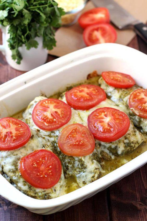 4 INGREDIENT PESTO CHICKEN BAKE #pesto #chicken #chickenrecipes #bakingrecipes #chickenbake #tomatoes #healthyfood #healthydinnerrecipes #healthydinnerideas #healthyrecipes