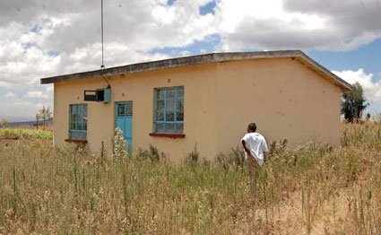 No, Thank You! Woman Rejects Rat-hole Built For Her By Uhuru Kenyatta