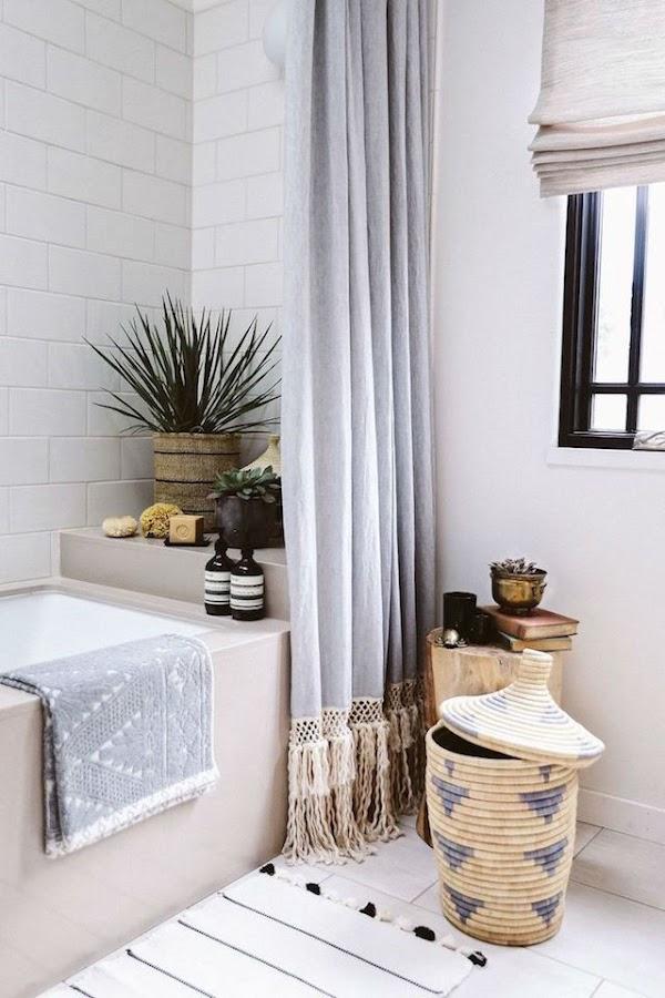 10 ideas para renovar el baño por menos de 100€, baño con cortina de algodón y nudos