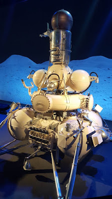 (Almost) Wordless Wednesday - a walk in space - cosmos discovery world exhibition