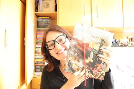 Vídeo: Book Haul | Harry Potter and the Philosopher's Stone Illustrated
