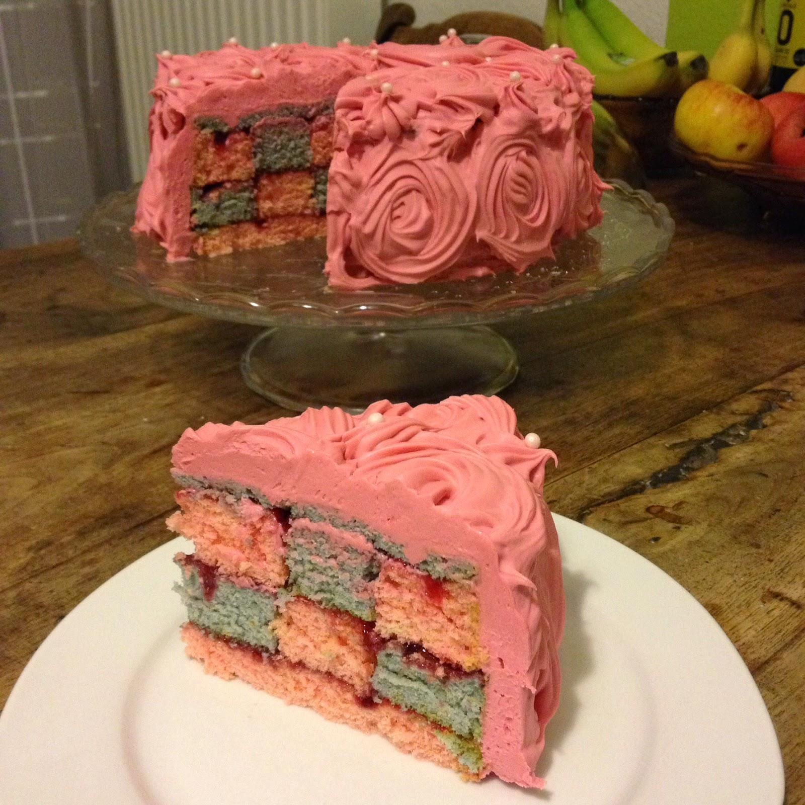 Ein Stuck Heile Welt Rosa Rosen Schachbrett Torte Zum Valentinstag