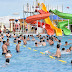 El parque acuático a pleno con un   amplio programa de entretenimientos