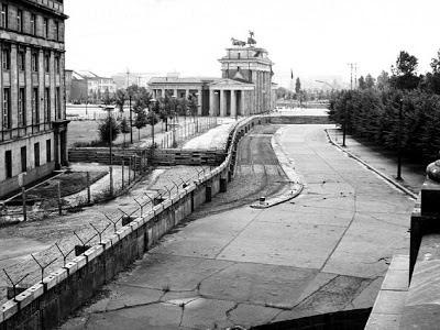 Kisah dan Sejarah Runtuhnya Tembok Berlin