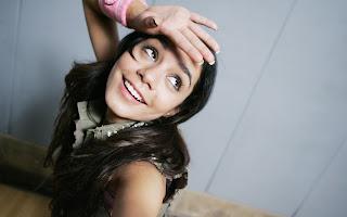 Vanessa Hudgens amazing pose wallpapers