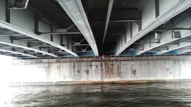 под Литейным мостом