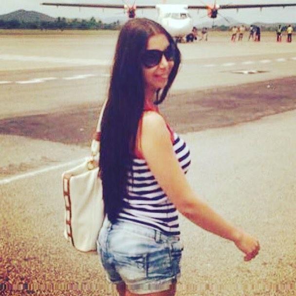 صور.. كلوديا حنا Claudia Hanna بالهوت شورت فى المطار