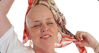 قمة الثقة والتفائل لسيدة مصابة بالسرطان قصة رائعة