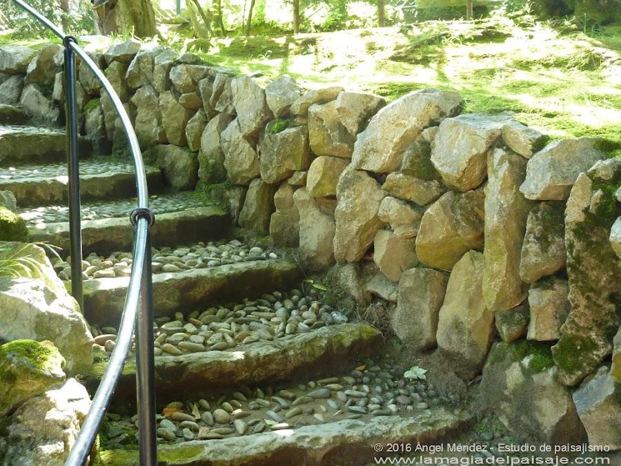 El Capricho de Gaudí, escaleras