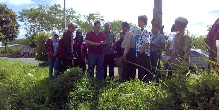 Pengadilan Negeri (PN) Kota Malang saat meninjau lokasi sengketa tanah.