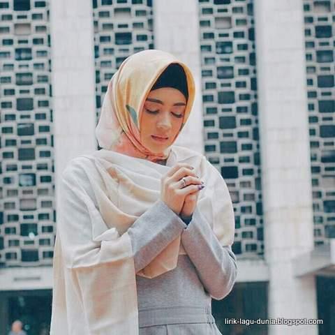 Indah Dwi Pertiwi Hijab - instagram 2017