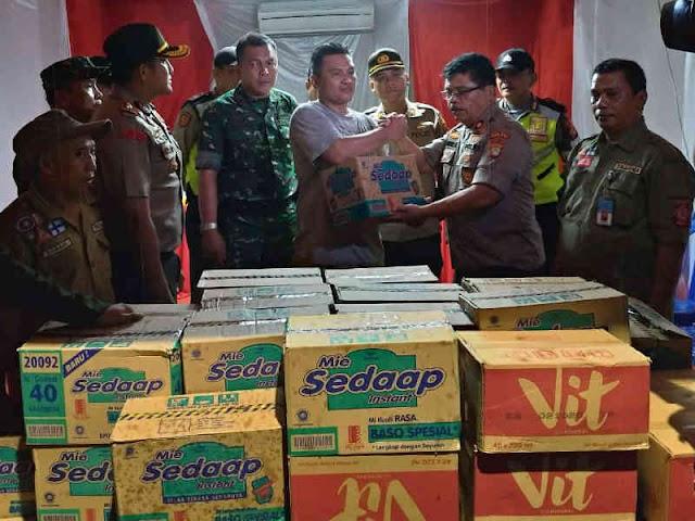 Polres Jakarta Barat Beri Bantuan ke Korban Kebakaran di Tomang