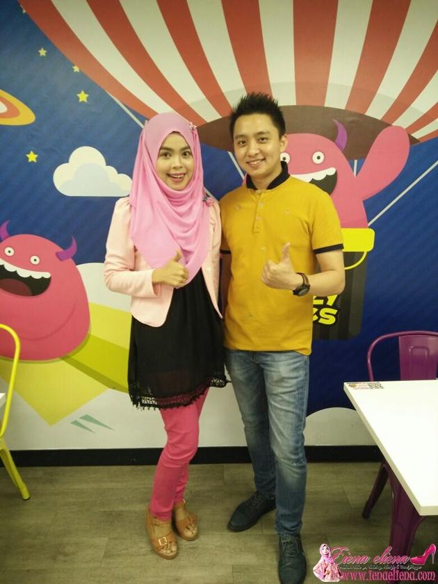 cik iena bersama pemilik The Crazy Bites Mr Johan Yee yang berasal Sumatera, Jambi, Indonesia