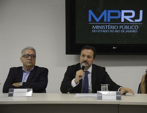 Ministério Público do Rio denuncia padre por estupro de três menores