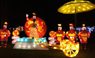 Pic of enormous coloured lantern of Chinese Emperor with his soldiers