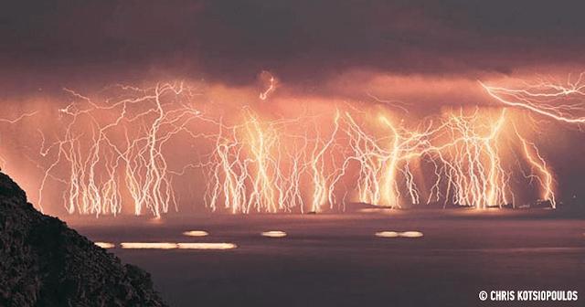 Αυτό είναι το σπάνιο φυσικό φαινόμενο που έκαψε τη Θάσο.