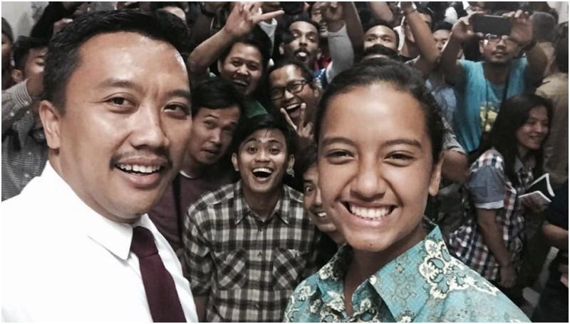 Gloria Natapraja Hamel selfie bersama Menpora Imam Nahrawi