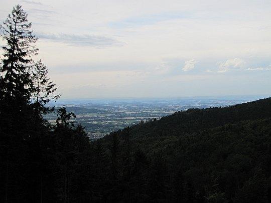 Pogórze Cieszyńskie - panorama z ostatniego zbocza górskiego na szlaku.