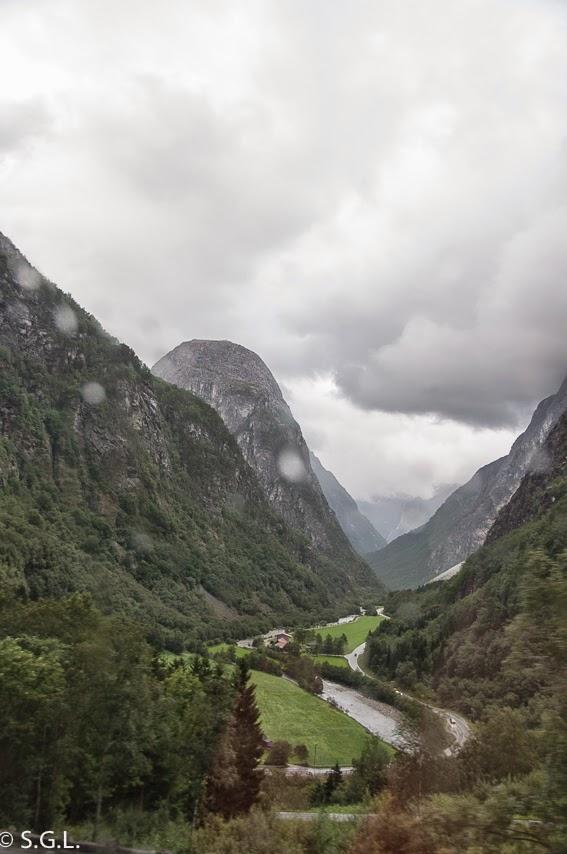 Carretera Stalheimskleiva. Noruega. Hoy compartimos-calles, caminos y carreteras
