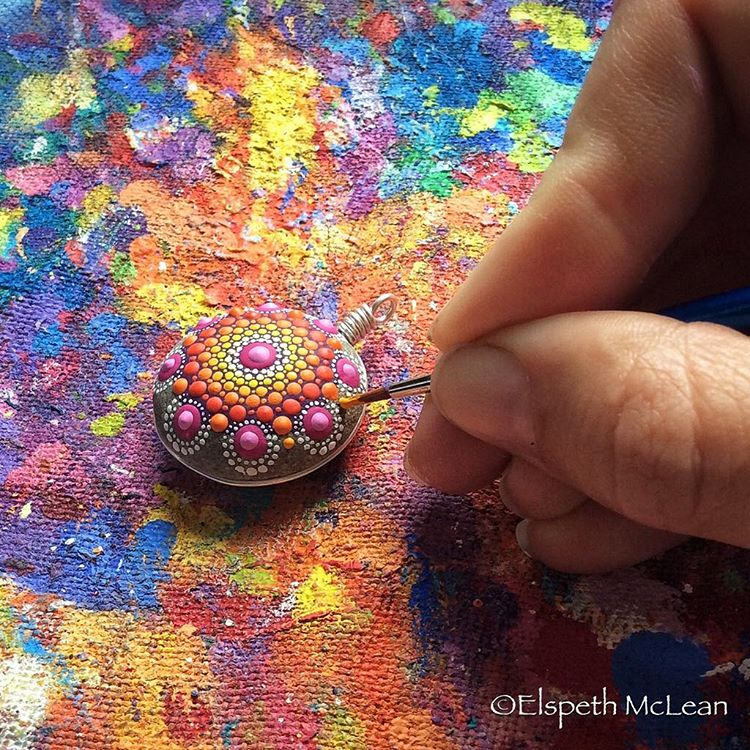 13-Minuscule-Detail-Elspeth-McLean-Dotillism-Paintings-Mandala-on-Stones-Canvas-and-Clothes-www-designstack-co