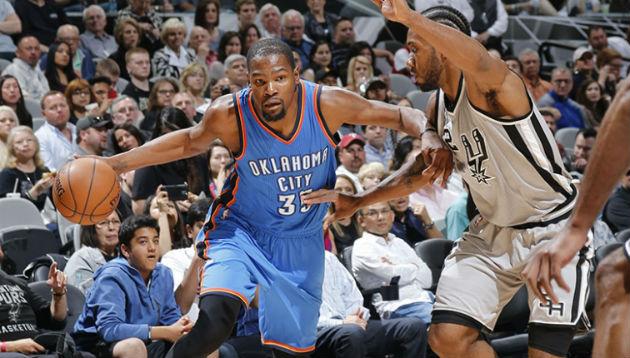 Pour ce premier match des demi-finales de conférence, duel d'ailiers entre Kevin Durant (Oklahoma City Thunder), et Kawhi Leonard (San Antonio Spurs) #NBA