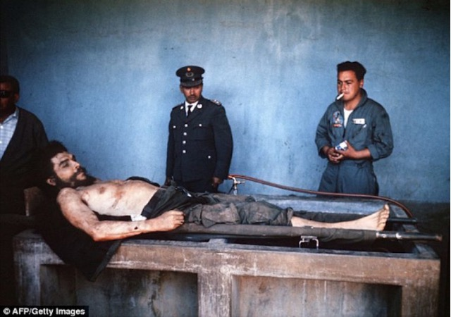 Gambar Mayat Che Guevara Yang Ditemui Selepas 47 Tahun Dibunuh